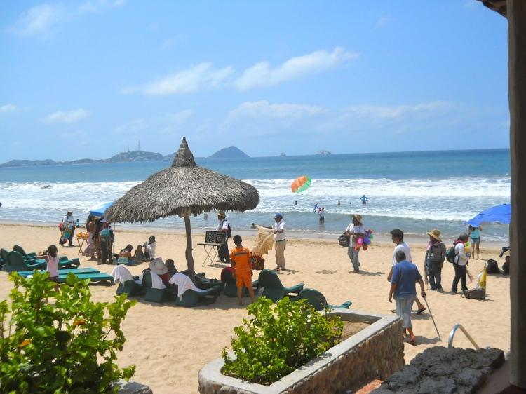 Las olas del mar en Mazatlán, frente al Hotel Playa Mazatlán