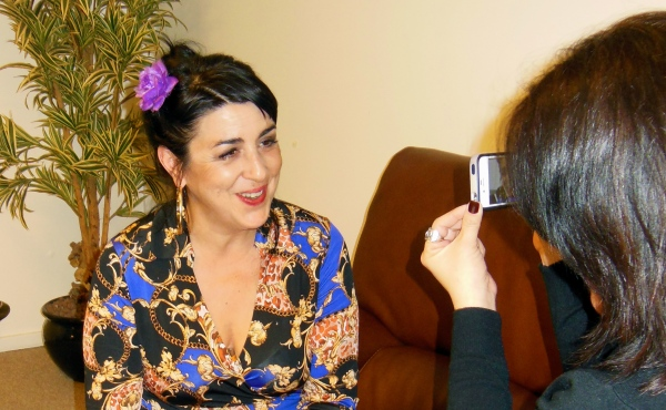 A friendly and approachable Amparo Sánchez being interviewed. Photo by Julieta Schneebeli.