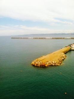 A Mediterranean shore. Pedacito de tierra en el Mediterráneo.